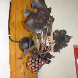 A wall wrought iron lamp - The vine with grapes
