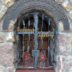Forged monument of Saints, grille, writings, and characteristic features: Writings Fatima and Lurdy